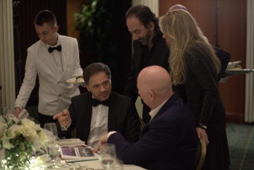 Phiantrop Bruno Serato präsentierte sein neues Buch Marcus Rübbe und den Hollywood-Stars Stephen Rivkin und Dina Morrone